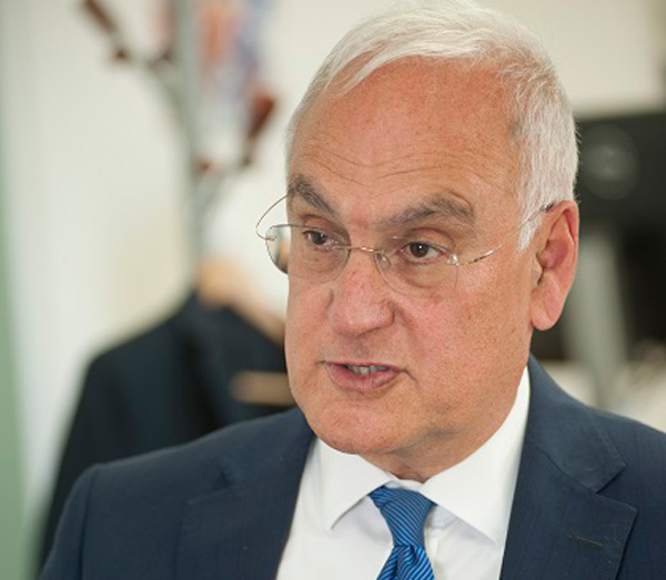 Sir Michael Wilshaw congratulates three 'exceptional' headteachers under new Ofsted approach